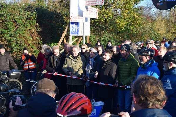 05 Scheren im Anschlag Eröffnung RS1 E-MH 2015-11-27 Foto Schruck DSC_0048